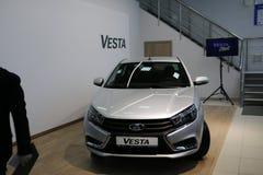 Новый русский автомобиль Lada Vesta во время представления 26-ое декабря 2015 в выставочном зале автомобиля d Стоковое Изображение