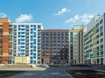Новый современный низкий комплекс апартаментов подъема moscow Россия Стоковая Фотография