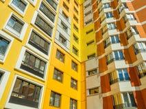 Новый современный низкий комплекс апартаментов подъема moscow Россия Стоковые Изображения