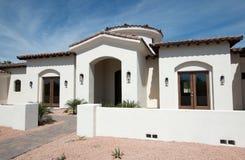 Новый современный домашний вход особняка Стоковая Фотография RF