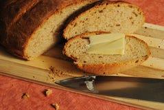 Нов-испеченный сельский хлеб стоковая фотография rf