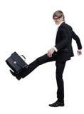 нога бизнесмена портфеля поражает детенышей стоковые фото