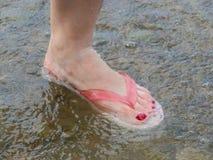 Нога в воде пузыря Стоковая Фотография RF