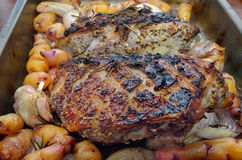 Нога жаркого овечки с Розмари Стоковая Фотография RF