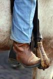 Нога ковбоя в стремени лошади Стоковые Изображения RF