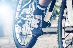 нога на педали велосипеда, концепция спорта велосипеда Стоковые Фото