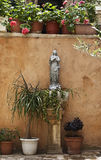ноги ангелов ее святейшая маленькая статуя mary Стоковые Фотографии RF