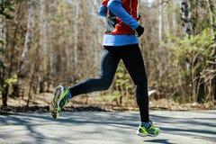 Ноги атлетического мужского бегуна Стоковое Изображение RF