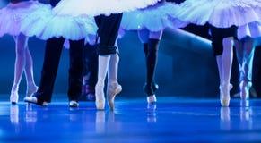 Ноги балерины на этапе на репетиции балета Стоковое Изображение RF