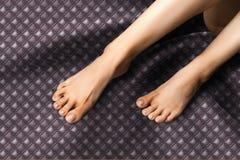 Ноги, ноги более низкая оконечность ноги под лодыжкой, на w стоковое фото