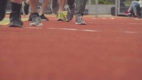 Ноги большой бежать группы людей внешний видеоматериал