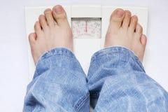 ноги веса маштаба Стоковые Фотографии RF