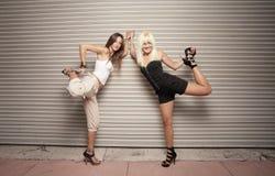 ноги вытягивая их женщину Стоковые Фото