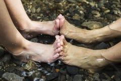 Ноги в воде Стоковые Изображения