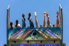 Ноги в воздухе на ярмарке стоковая фотография