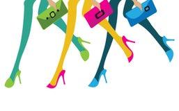 Ноги 3 девушек при их портмона идя к ходить по магазинам иллюстрация штока