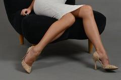 Ноги женщины, высокие пятки Стоковые Изображения