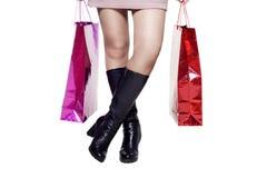 Ноги женщины после ходить по магазинам Стоковое Изображение