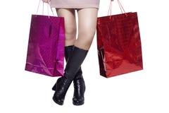 Ноги женщины после ходить по магазинам Стоковые Изображения RF