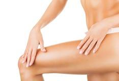 Ноги женщины стоковые изображения rf