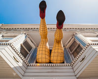 Ноги женщины Fishnet в окне на Haight Street Стоковое фото RF