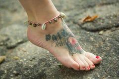 Ноги женщин в этнических орнаментах Стоковая Фотография
