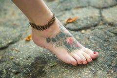 Ноги женщин в этнических орнаментах Стоковое Изображение