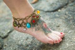 Ноги женщин в этнических орнаментах Стоковое фото RF