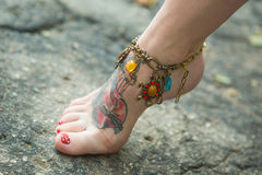 Ноги женщин в этнических орнаментах Стоковые Изображения