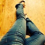 Ноги джинсовой ткани Стоковая Фотография