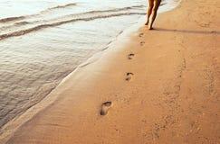 Ноги и следы ноги стоковое фото rf