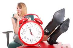 Ноги коммерсантки перебоя работы женщины ослабляя поднимают множество doc Стоковое Фото