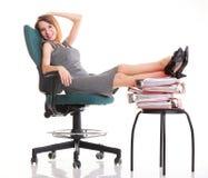 Ноги коммерсантки перебоя работы женщины ослабляя поднимают множество doc Стоковые Изображения