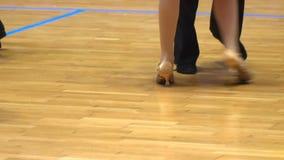 Ноги конца-вверх танцоров бального зала акции видеоматериалы