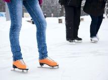 ноги конькобежца льда Стоковое Изображение