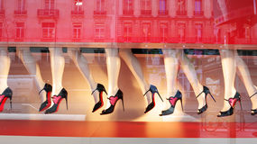 Ноги манекена в магазине Париже Printemps движения Стоковое Фото