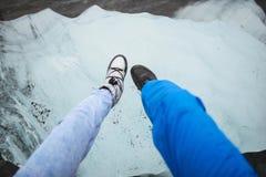 Ноги на блоке льда стоковые изображения rf