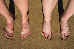 Ноги на песчаном пляже в Palma de Mallorca, Испании Стоковая Фотография RF