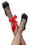 ноги пересеченные смычком девушок rad Стоковое Фото