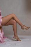 ноги серого цвета девушок Стоковое Фото