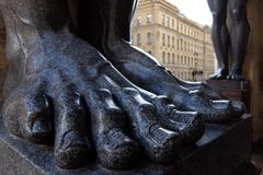 Ноги скульптур Atlantes новой обители стоковая фотография rf