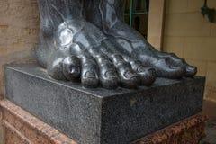 Ноги статуй Atlantes стоковые фотографии rf