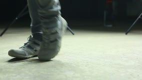 Ноги танцев большие акции видеоматериалы