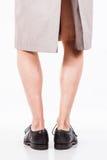 Ноги человека в плаще Стоковая Фотография RF