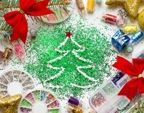 Ноготь салона красоты рождества, праздничные украшения и красочное gl Стоковые Фотографии RF