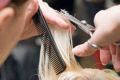 ножницы волос вырезывания Стоковые Фото