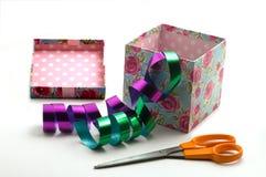ножницы подарка коробки Стоковые Фотографии RF