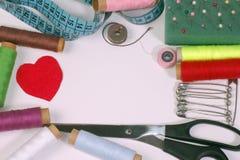 ножницы полотна холстины кнопок измеряя установили ленту поставк Стоковая Фотография RF