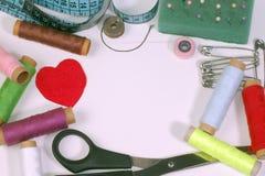 ножницы полотна холстины кнопок измеряя установили ленту поставк Стоковые Фотографии RF