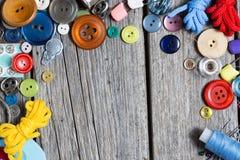 ножницы полотна холстины кнопок измеряя установили ленту поставк Стоковые Изображения RF